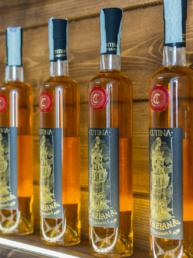 Le bottiglie di genziana cutina